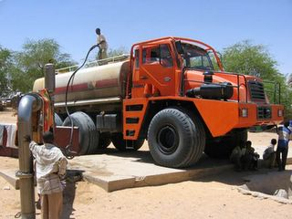 Click image for larger version  Name:711_petrol_truck1111.jpg Views:489 Size:19.1 KB ID:449